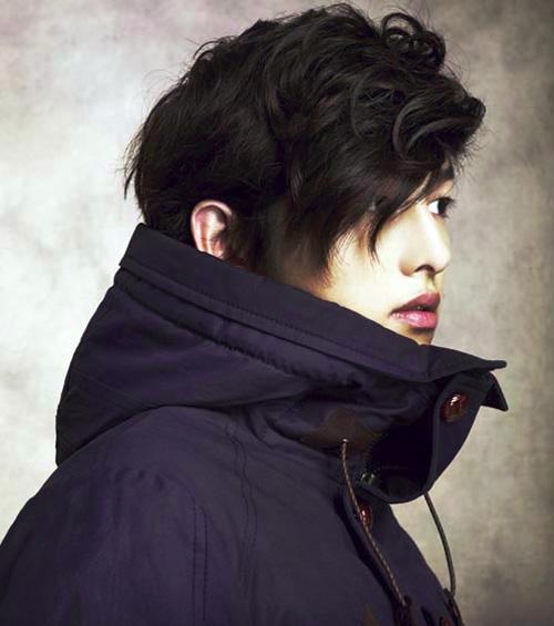Song Joong-Ki pose pourEZIO