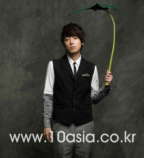 Jeong Kyeong-Ho pose pour 10asia